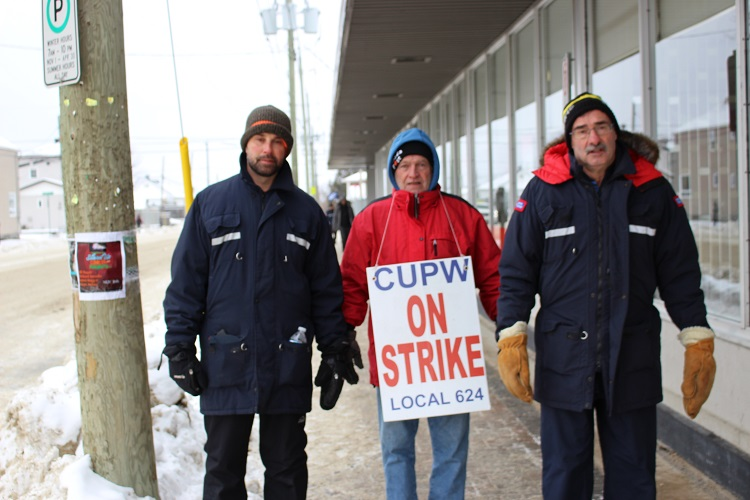 Feds pass back-to-work legislation for Canada Post employees